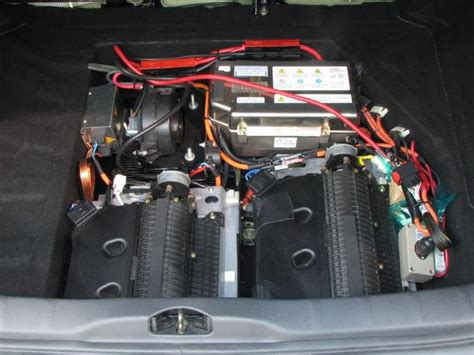 Citroen C4 under the luggage boot