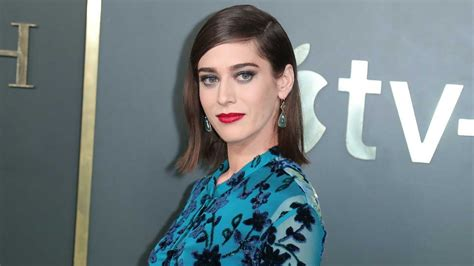 Kathy Bates Sent Lizzy Caplan Flowers for Her Annie Wilkes