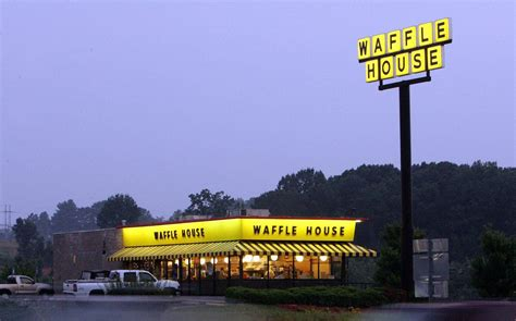 Waffle House refuses to serve uniformed soldier with gun