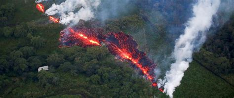 New fissure opens up on Hawaii's Big Island in wake of